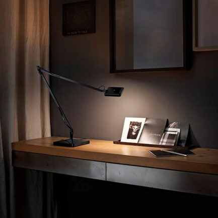 Desk lamp design Kelvin Edge's Flos in black